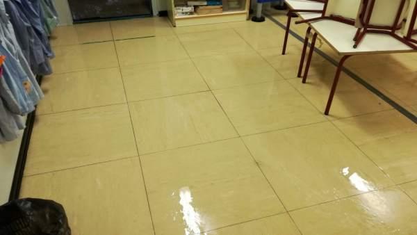 El aula afectada por la inundación en el barracón