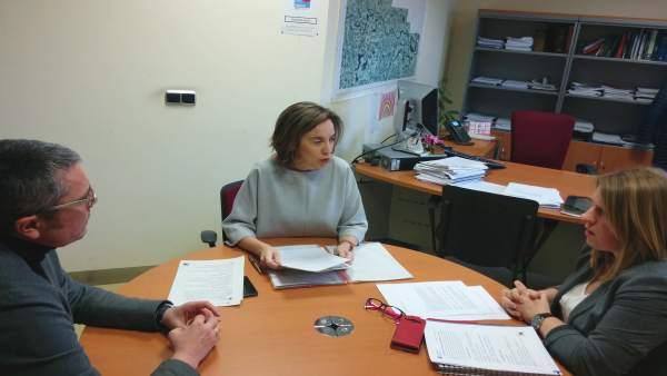 Gamarra y Sáez Rojo, en la reunión en el Oficina Municipal de Vivienda