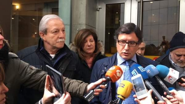 Justo Rodríguez Braga junto a su abogado.