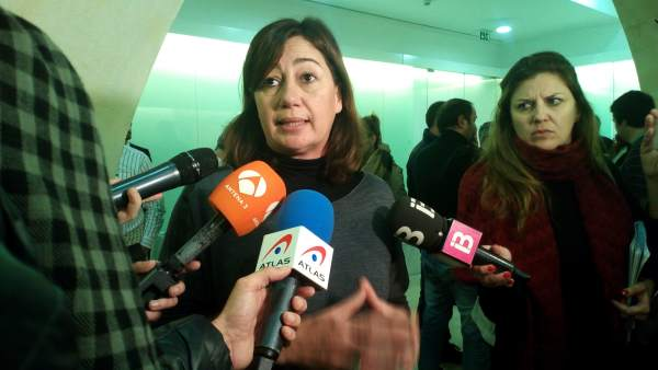 La presidenta Armengol atiende a los medios