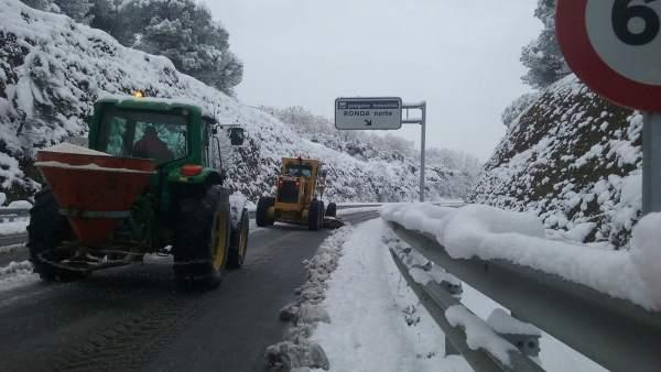 A374 nieve málaga excavadoras quitanieves temporal ronda