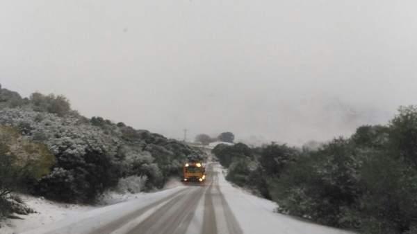 Carretera málaga serranía ronda nieve excavadora máquina sal