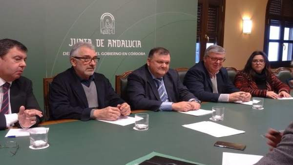 Zurera (centro), durante la reunión con organizaciones agrarias