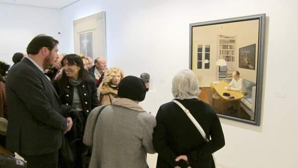 Autoridades y artistas visitan la exposición