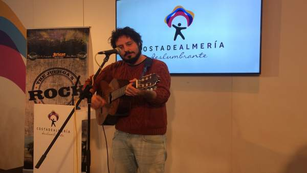 Uno de los artistas del festival, 'El Kanka', ha actuado en Fitur.