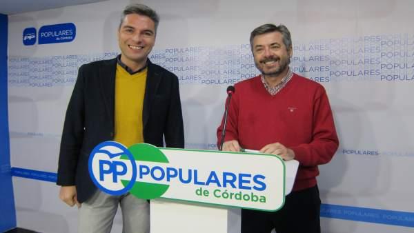 Torrico (dcha.) junto a Lorite en la sede del PP cordobés