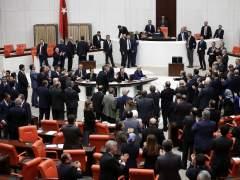 Dos heridas en una pelea en el Parlamento turco