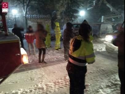 Evacuan a seis niños de un autobús escolar por el temporal
