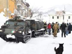 El rescate avanza despacio en hotel de Italia por la peligrosidad del terreno