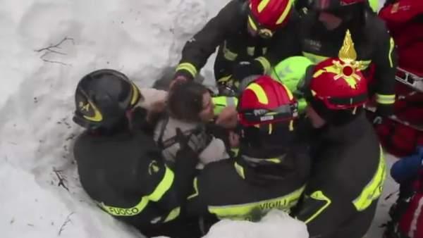 Rescate de supervivientes del hotel sepultado