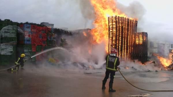 Incendio en una empresa de Puerto Lumbreras