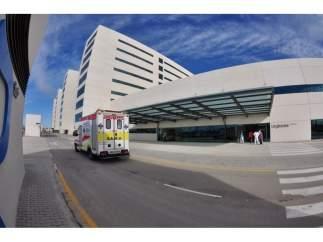 SAMU, ambulancia, a las puertas del Hospital La Fe