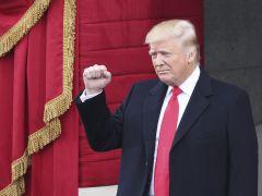 """Trump promete """"Comprar en EEUU y contratar estadounidenses"""""""