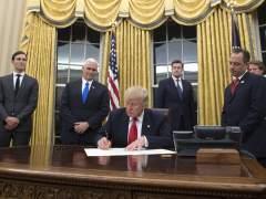 Comienza la 'era Trump' con la firma de la primera orden ejecutiva contra el Obamacare