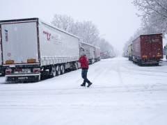 Decenas de carreteras cortadas y hasta 21 provincias en alerta