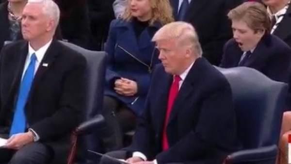 Barron Trump bosteza en la investidura de su padre como presidente de EEUU