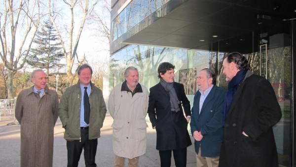 El ministro Iñigo Méndez de Vigo, junto a autoridades vascas
