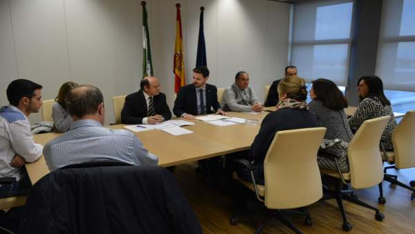 Reunión de la Junta en Granada con sindicatos