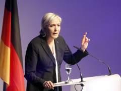 """Le Pen dice que 2017 será el año del """"despertar de los pueblos"""""""