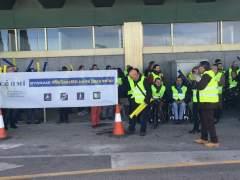 Manifestación en Barajas contra Ryanair por sus políticas sobre pasajeros con discapacidad