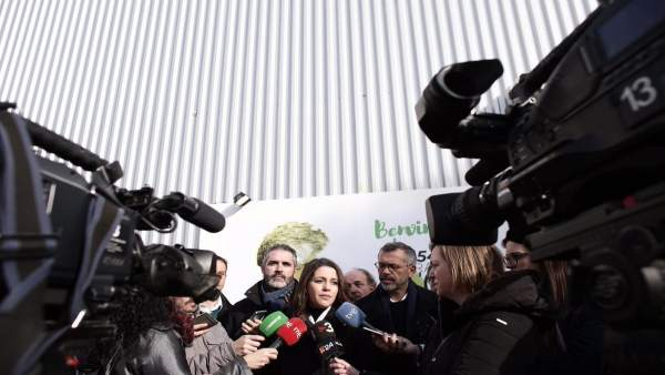 Inés Arrimadas y Jorge Soler (C's) atendiendo a los medios