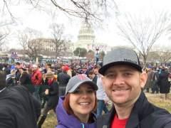 """""""¿Qué queréis, manicura gratis?"""" dice un exasesor de Trump a las manifestantes"""
