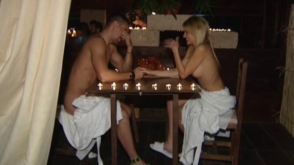 Abre el primer restaurante nudista de España