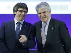 Dastis respeta que Puigdemont vaya a Bruselas, pero subraya su defensa del Estado de derecho