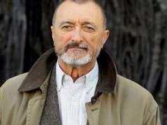 Pérez-Reverte y Carmen Posadas ganan el Premio Rey España