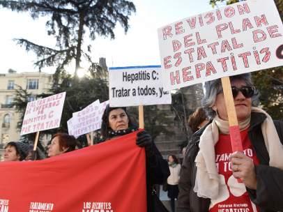 Protesta para pedir tratamiento a los pacientes de hepatitis C
