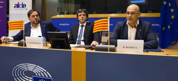 Puigdemont, Junqueras y Romeva, en el Parlamento Europeo.