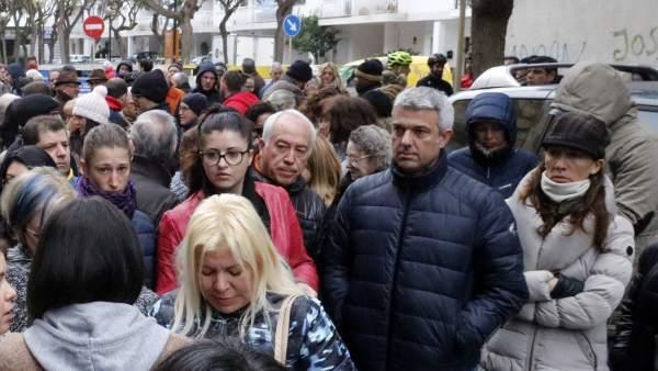 Vecinos de Blanes movilizándose para denunciar los recortes sanitarios después de la muerte de una niña de 8 años.