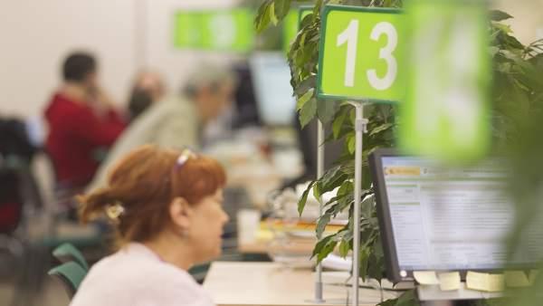 Cantabria cierra 2016 con desempleados menos y una for Oficina empleo cantabria