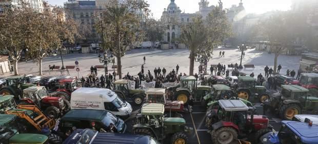 Protesta de tractores en Valencia por la reversión de la CV-500
