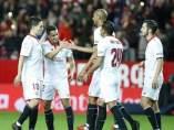 N'Zonzi marca con el Sevilla