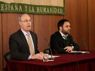 El presidente del Parlamento andaluz, Juan Pablo Durán, (izda)