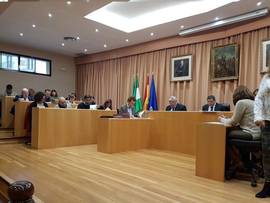 El ayuntamiento de v lez m laga reduce la deuda municipal for Oficina de empleo velez malaga