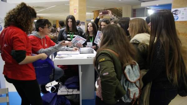 Estudiantes de IES visitan la Universidad de Jaén en los 'Encuentros UJA'.