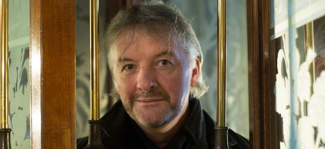 El escritor irlandés John Connolly fotografiado en un hotel de Barcelona.
