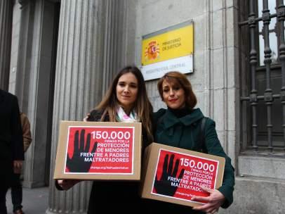 Entregan firmas para evitar devolver hijos a padres maltratadores