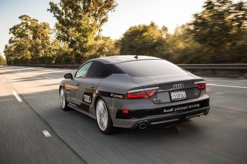 Audi y su alianza con Nvidia para el coche autónomo. Audi se ha asociado con Nvidia para traer al mercado coches totalmente autónomos en el año 2020. Jen-Hsun Huang, CEO de Nvidia, declaró en el CES de este año que la compañía trabajará con Audi para llevar la Inteligencia Artificial a sus automóviles. Para 2018, la compañía pretende probar sus coches sin conductor en las vías públicas.