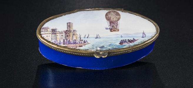 A small box featuring a mixed hot air and hydrogen balloon over the English Channel