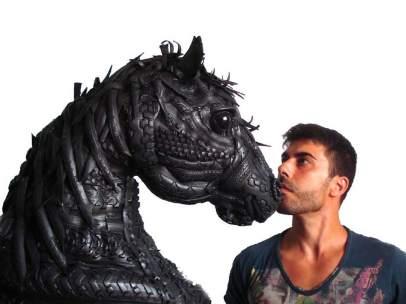 El escultor Ángel Cañas