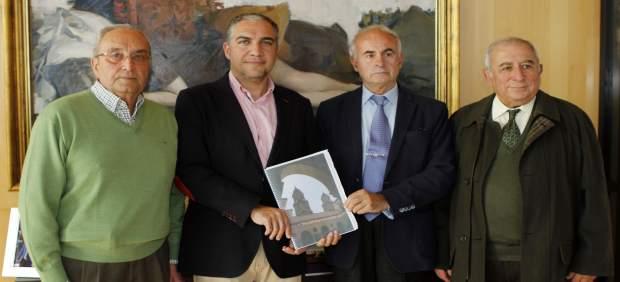 Elías Bendodo con la Asociación Ciudadana por su catedral