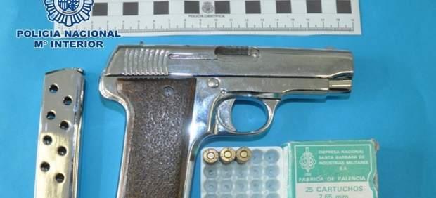 Fotografía del arma hallada en el domicilio de la zona norte de Granada