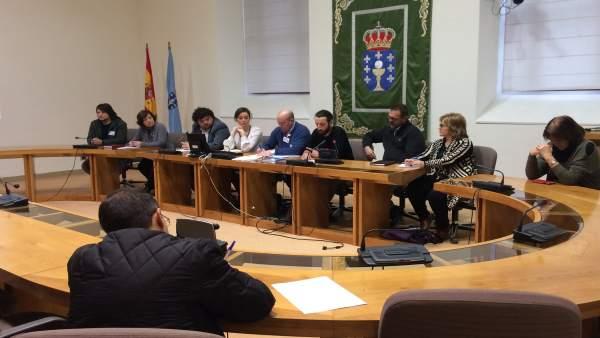 La oposición se reúne con la plataforma SOS Sanidade Pública