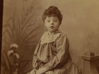Florence Thornton (1879–1900) as child, photo print by Fred G. Smith, Normansfield, 1886