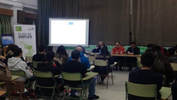 Sesión informativa sobre becas de Diputación para FPO