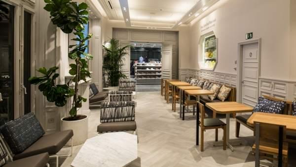 Imagen de la cafetería interior Flax & Kale de la tienda más grande de H&M en España, que se inaugura en el Passeig de Gràcia de Barcelona.