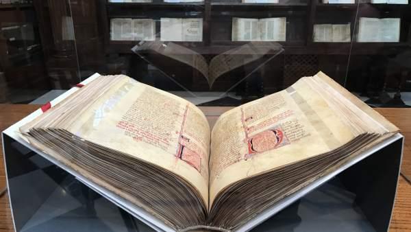 Volumen restaurado de la 'Estoria de España' de la biblioteca de Menéndez Pelayo
